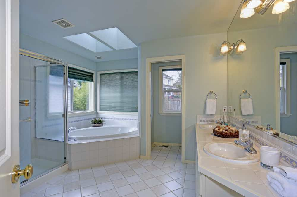 Best Bathroom Paint - Blue Painted Bathroom