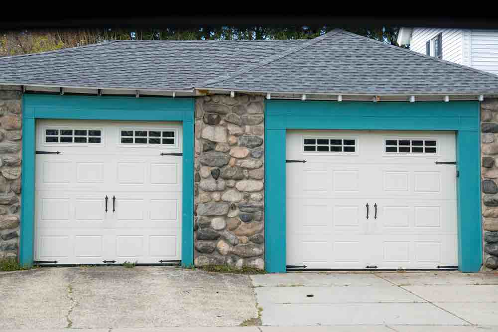 If you live in a damp climate, with extreme temperature changes, the best paint for garage walls is exterior paint.